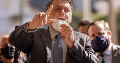 Bolsonaro autoriza campanha por distanciamento e uso de máscara